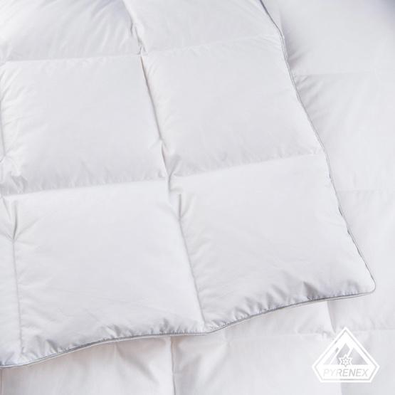 article couette t 90 duvet 100 et 150 g m. Black Bedroom Furniture Sets. Home Design Ideas